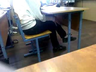Девочка чуть не спалилась!ломка у одноклассницы!