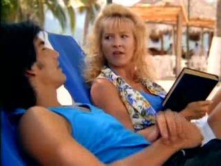 Жара в Акапулько 1 сезон 4 серия Code Name: Strange Bedfellow
