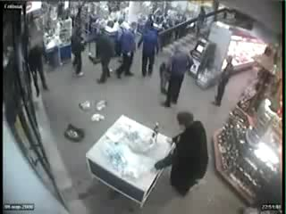 Вот такая доложна быть охрана в магазине