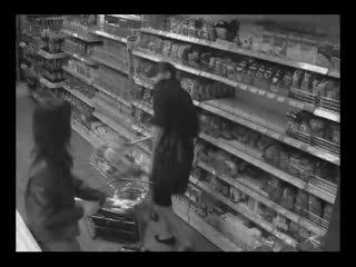 Девушки дерутся в супермаркете камера наблюдения