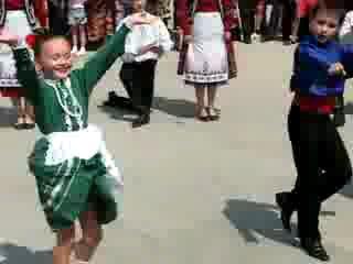 Гагаузский танец на ІІ Всемирном конгрессе гагаузов)
