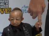 В Крывом Роге впервые встретились самый высокий и самый маленький люди в мире