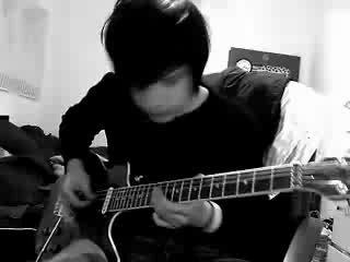 Парень охуенно играет на гитаре!