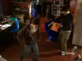 Джорж учит Кайла танцевать (Kyle XY)