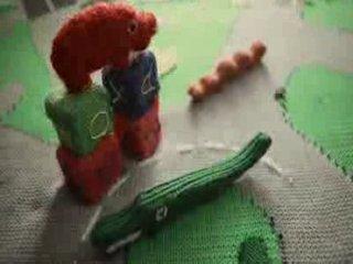 Утро в вязаном доме: нестандартная реклама голубого топлива