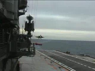 .Самолет Су-33 неудачно зашел на посадку (неудачная посадка су-33).