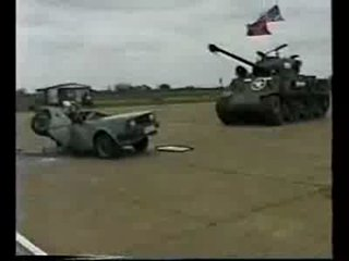 Танк Шерман против автомобиля.
