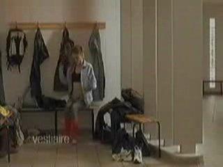 Девушка в раздевалке:)