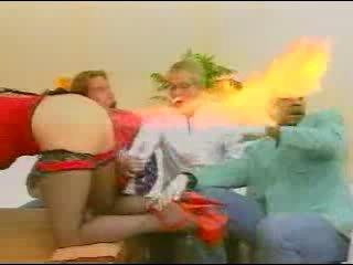 Когда девушка пукает, огонь лучше не подносить...