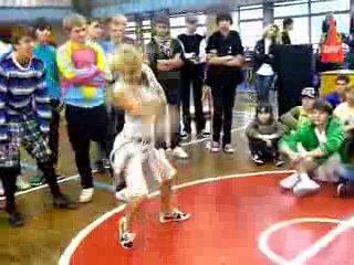 Настя-Белка-лучшая танцовщица России,танцующая тектоник.