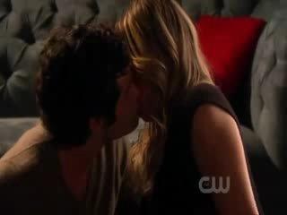 kissing scene with hilary duff jessica szohr penn badgley
