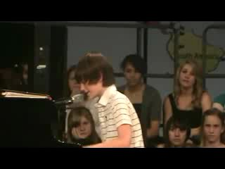 12-летний мальчик поет Леди Гагу -Папарацци