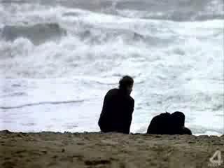 Стоишь на берегу и чувствуешь солёный запах ветра, что веет с моря. И веришь, что свободен ты и жизнь лишь началась