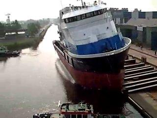 Спуск судна на воду со слипа