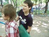 как Илья делал солнышко с бутылкой воды, а Витя с моим пеналом...