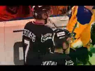 Вечная память. Хоккеист(под номером 7)Алексей Черепанов умер во время матча.
