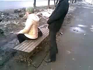 Мужик ссыт девке в рот видео мой