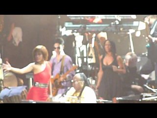 Stevie Wonder : surprise Prince and Sheila E on stage. Paris 1 july 2010