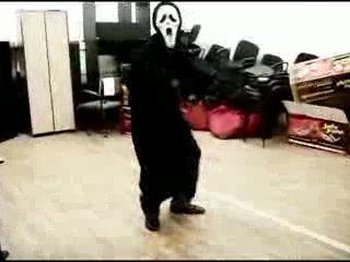 Крик танцует под пакито)))