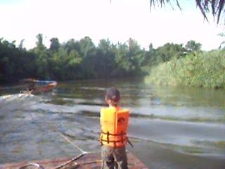Тайланд 2010. Сплав по реке Квай. Готовимся к десанту.