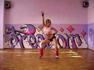 Просто девченка танцует прикольно