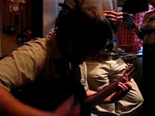 Вадим Глухов на гитаре, пацаны поют Лирика