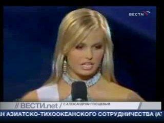 тупая американская блондинка мисс мира!!!ха ха)))