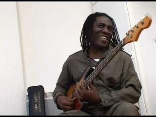 Richard Bona's new Bass (De Gier) 3/4