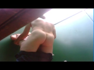 Секс в плажной кабинке