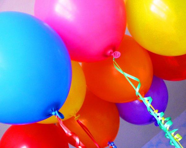 позднее.  Ты любишь воздушные шарики? в 00:21.  Конечно.  Все их любят.