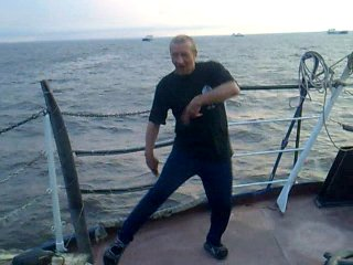 танцы монтера совсем неплохо для 56лет смотрите:)