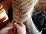 Если надо быть супер красивой!!! и очень быстро!!!! Воспользуйся этим методом плетения косы!&#33