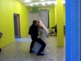 жиних с невестой танцуют