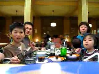 Скрытая камера в суши баре