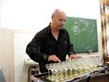 Тимофей Винковский играет на хрустальных бокалах