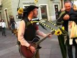 Уличный чудо музыкант:))))