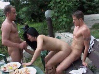 Фильм порно бисуксеалы в саду фото 274-860