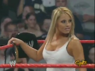 Christy (with Lita) vs Trish Stratus - Arm Wrestle
