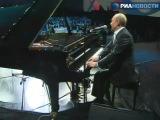 Путин спел песню с джаз-бэндом и сыграл на рояле