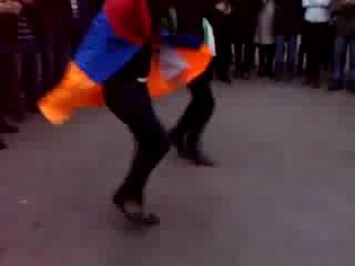 Азербайджанец танцует лезгинку с Армянкой