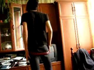 Эмо танцует стриптиз видео