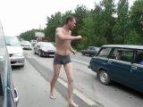 пьяные танцы в пробке))