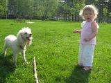 самая лучшая собака и маленькая девочка!