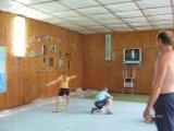 Юные фехтовальщики на тренировке в летнем лагере