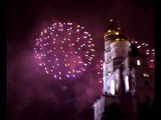 Салют на Новый год на Ивановской площади в Кремле