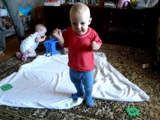 Дениска научился ходить сам.(Деше 9 месяцев и 3 нед.)
