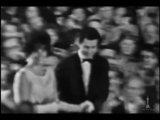 Элизабет Тейлор получает Оскар за лучшую женскую роль в фильме