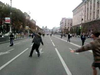 Киев бомбят гей-истребители !