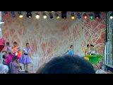Девчонки танцуют на дне города в Среднеуральске