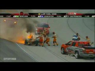 Возгорание болида на гонках IndyCar и спасение пилота